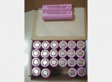 Battery: Rechargeable Lithium Ion 18650 Flat Positive